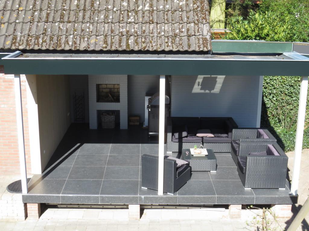 Verbouw en uitbreiding overdekte tuinkamer met terras